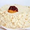 Torta de hojarasca manjar, pastelera, frambuesa o guinda y crema chantilly